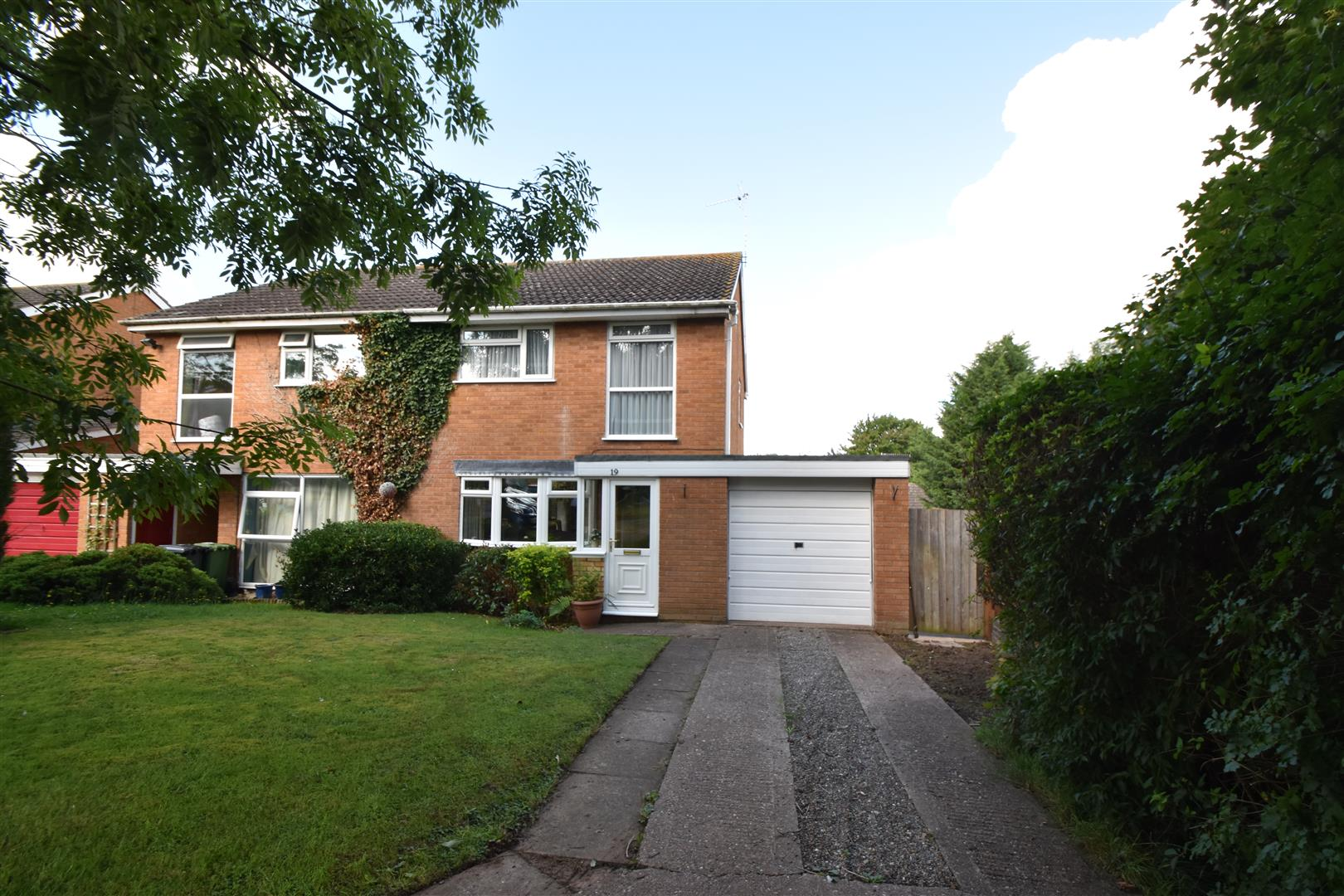 3 Bedrooms Property for sale in East Park Drive, Droitwich